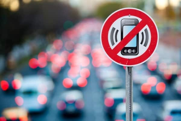 No cellphone sign overlay on traffic